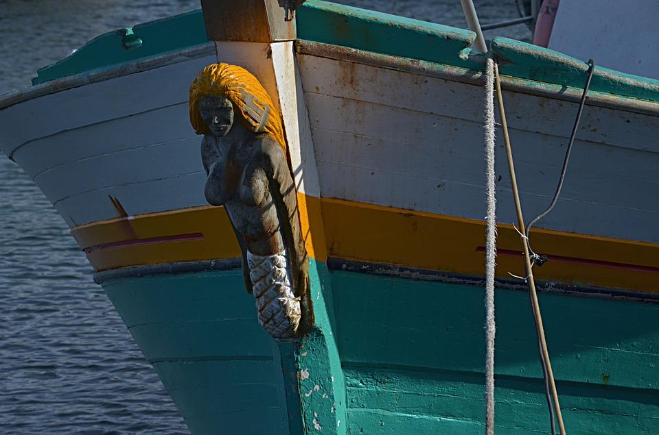 Ženski kipić na pramcu broda