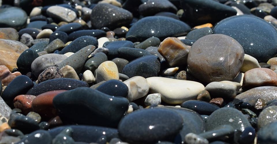 Kamenje na plazi