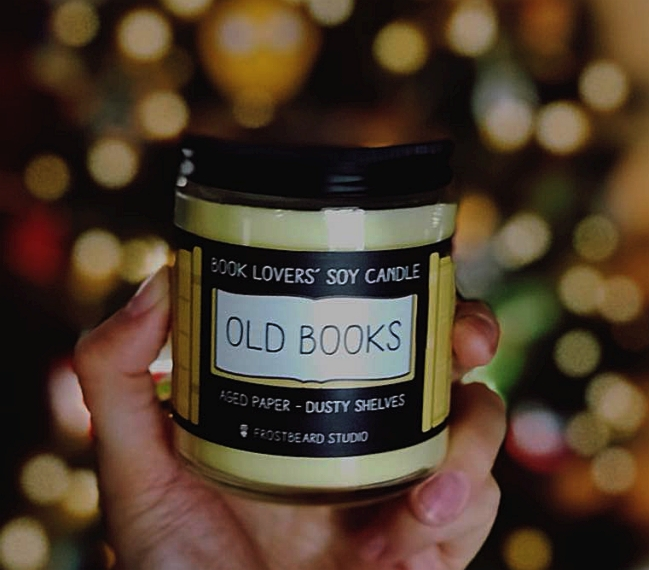 Svijeće s aromom prastarih knjiga probudit će u vama pravog knjiškog crva! :D