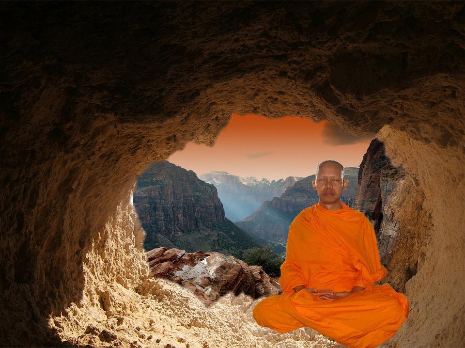 Budisticki redovnik meditira