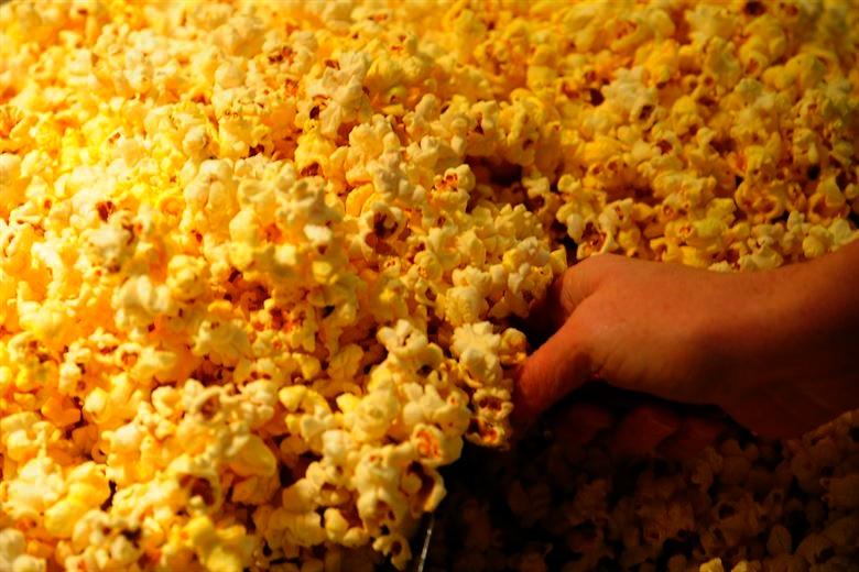 Studija upućuje da su ljudi koji vole šund filmove inteligentniji!