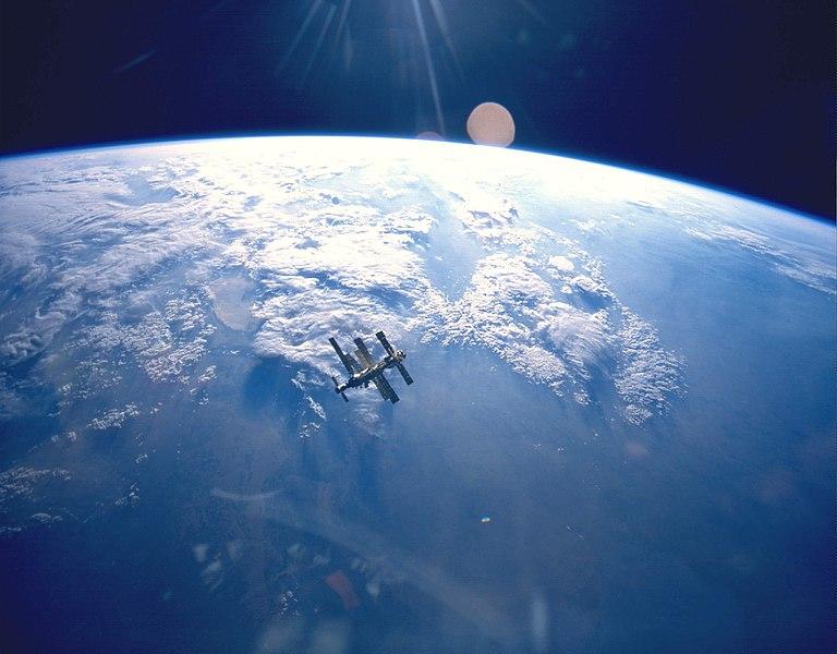Zemlja i satelit