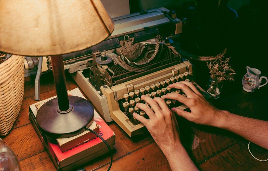 Mladi ste, pišete i želite da vas objave… Ali kako? Evo nekoliko savjeta.