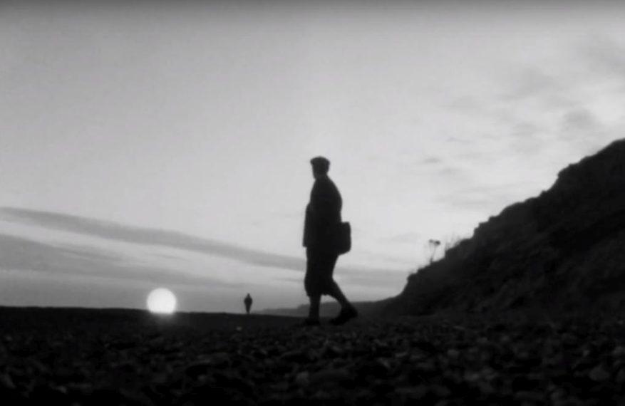 """Recenzija: klasik minimalističkog crno-bijelog horora – film """"Zazviždi i ja ću ti doći"""""""