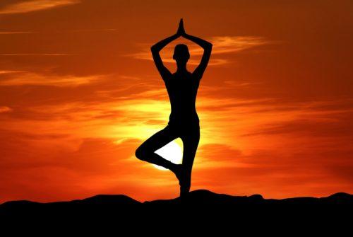 Želite li prakticirati jogu uz psovanje i ispijanje pive? Od sad možete. No, pitanje je – biste li trebali.