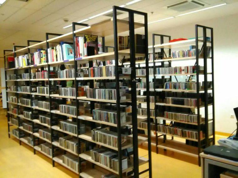 Knjižnica Augusta Cesarca 9