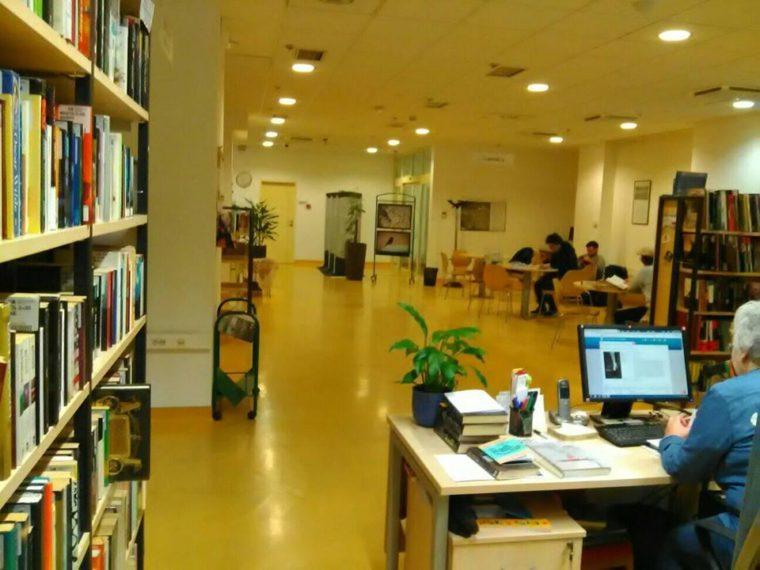 Turneja po knjižnicama: Upoznajte jednu od najzačudnijih biblioteka u Zagrebu, Knjižnicu A. Cesarca