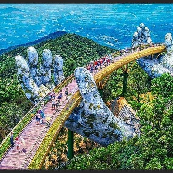 """Most koji pridržavaju """"božje ruke"""" otvoren u Vijetnamu"""