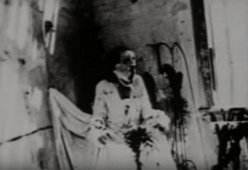 WTF kino: Prikaz filma Begotten