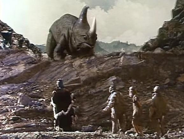 """WTF kino: Jedan od najlošijih filmova ikada – """"Nimfoidna divljakinja u paklu dinosaura"""""""