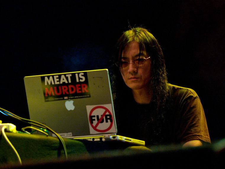 Ovaj glazbenik je S&M entuzijast i vegan koji izrađuje vlastite instrumente, a izdao je 300 albuma nepodnošljive buke!